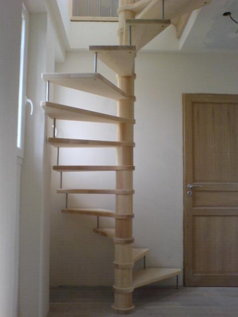 Escaliers deparis 77 escaliers en bois sur mesure ile de france fabrication - Fabriquer un escalier en bois droit ...